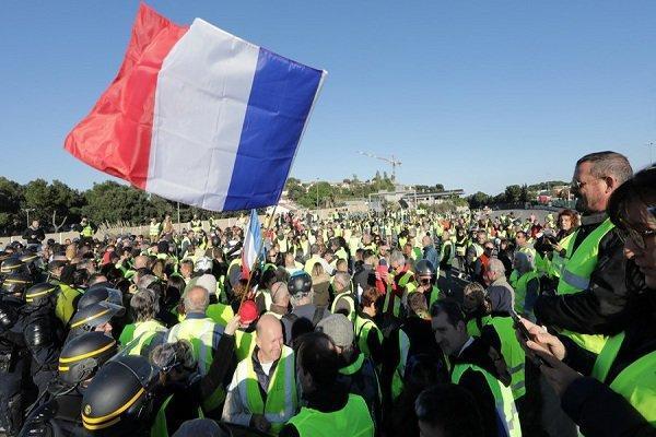 اعتراضات سراسری در فرانسه ادامه دارد، 409 نفر زخمی شده اند