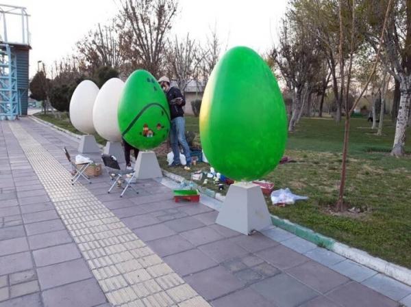 نوروز 1400 با نصب تخم مرغ های رنگی
