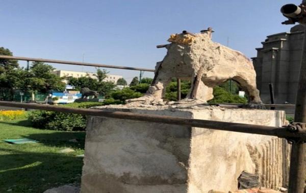 تخریب مجسمه های میدان حر تهران متوقف شد